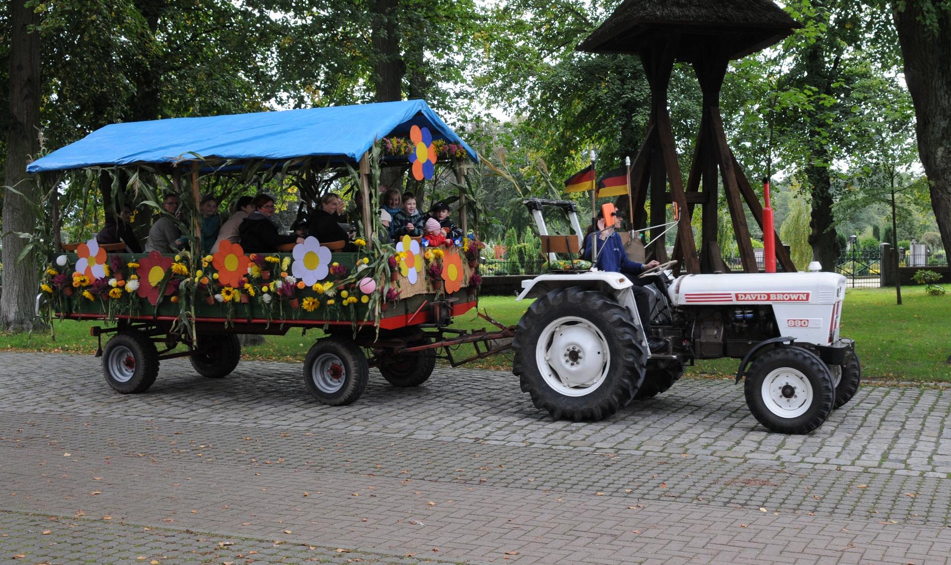 Rathaus_Startseite_Erntewagen