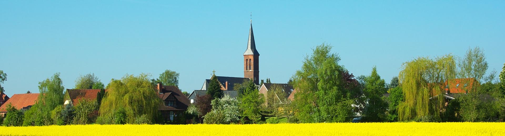 Rathaus_Folgeseite_Rapsfeld_Kirche