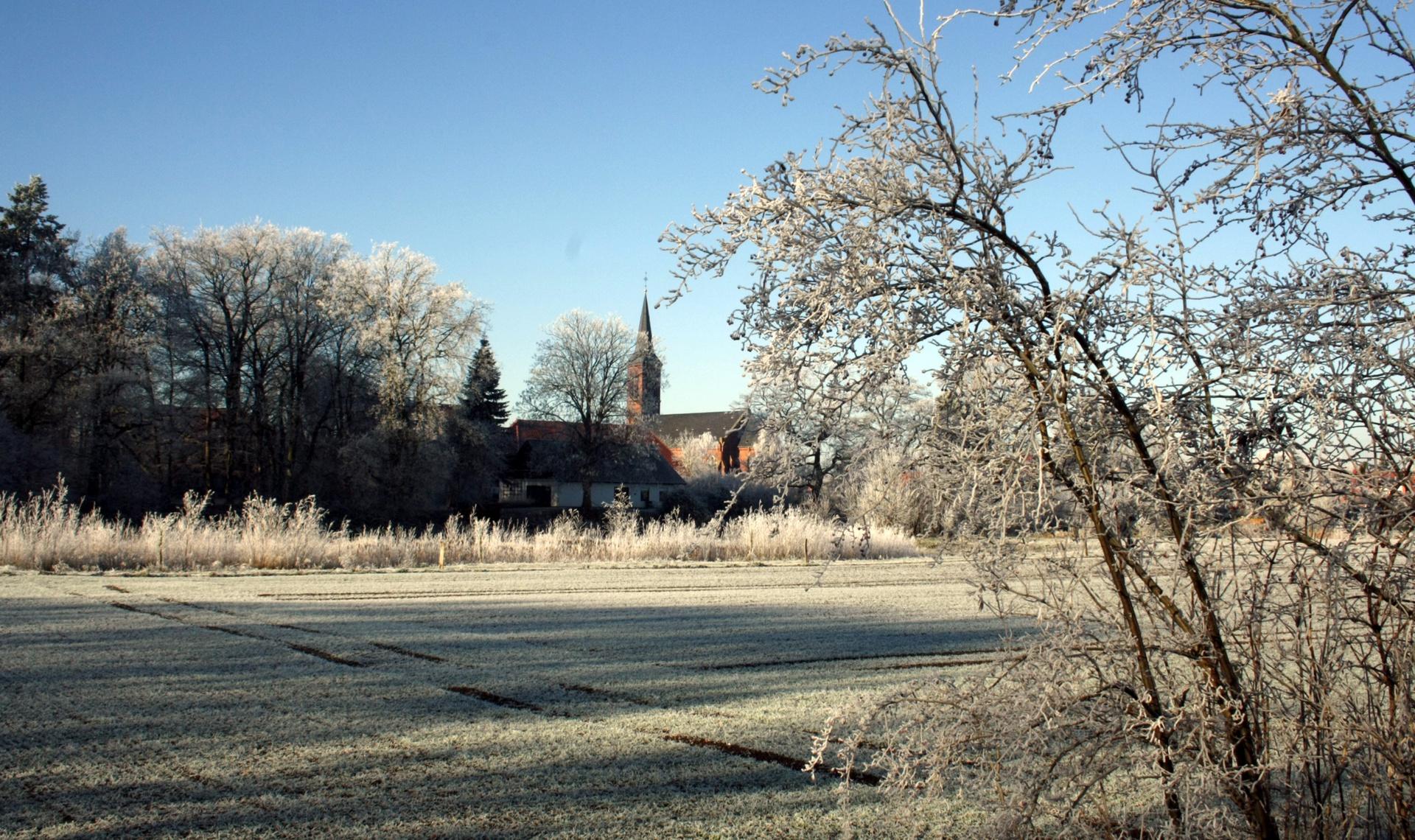 Rathaus_Startseite_Grimm_Kirche_Winter